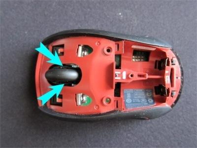M505 分解してホイール横の隙間からホコリを除去